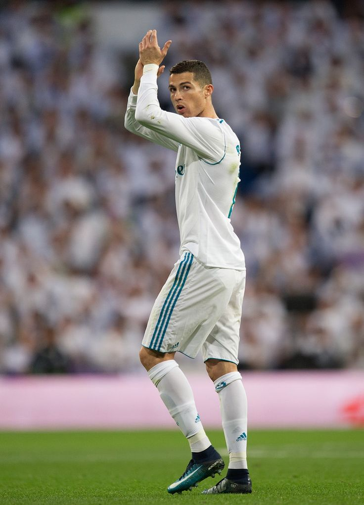 Cristiano Ronaldo Photos - Cristiano Ronaldo of Real Madrid applauds fans after being substituted during the La Liga match between Real Madrid and Sevilla at Estadio Santiago Bernabeu on December 9, 2017 in Madrid, Spain. - Real Madrid v Sevilla - La Liga