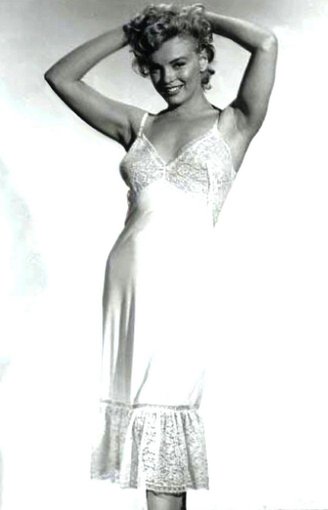 "Marilyn costume test for ""Niagara"", 1952"