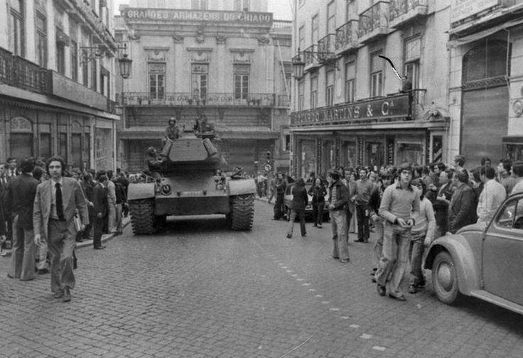 Chiado no dia 25 de Abril, #25abril #liberdade #portugal #ilikethiscm