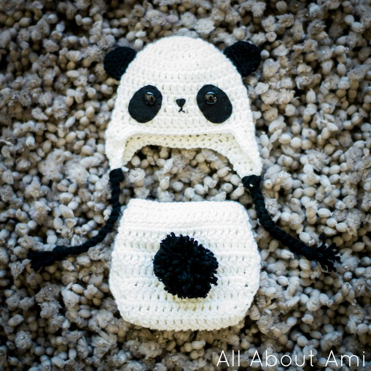 Free pattern for adorable Baby Panda Outfit, perfect for newborn photoshoots!
