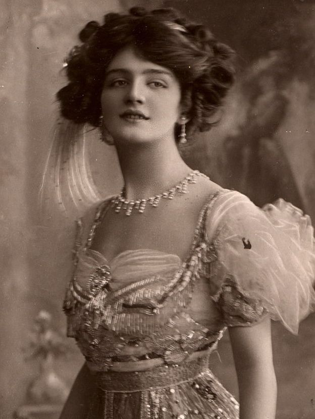 Lily Elsie in the operetta The Merry Widow (1909)