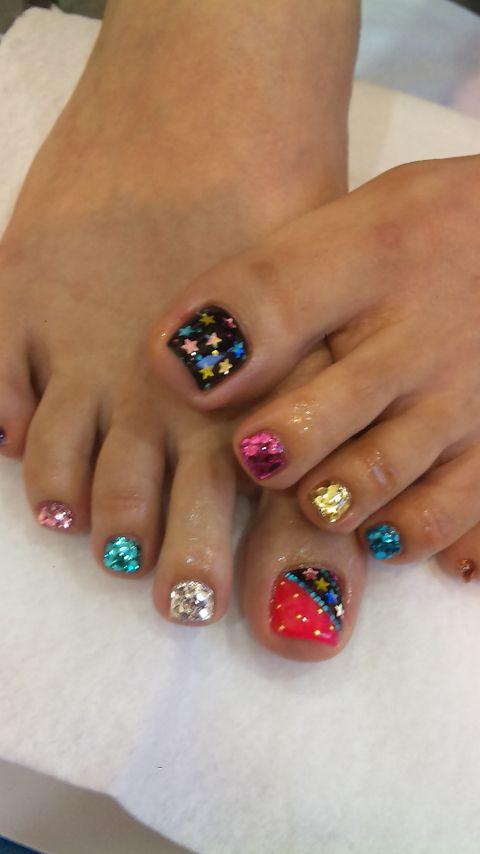 beautiful glitter pedicure