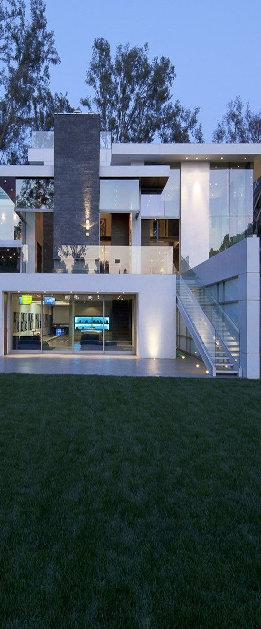 Modern Hillside Home - Whipple Russell Architects  [ SINGING PIANO STUDIO ]               Piano Lessons Vancouver               Online  Studio Lessons           'PROJECT YOUR VOICE EASILY,                                       CONFIDENTLY, JOYFULLY!'            #SingingLessons #Pianolessons                www.SungheeStepak.com