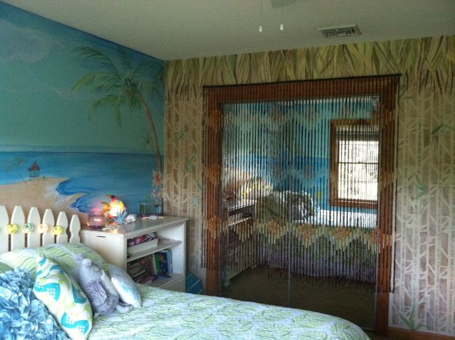 Hawaiian theme bedroom. Mural by Estelle Gomulka designsbyestelle.com