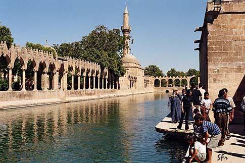 Mešita v posvátném komplexu, Sanliurfa, Turecko