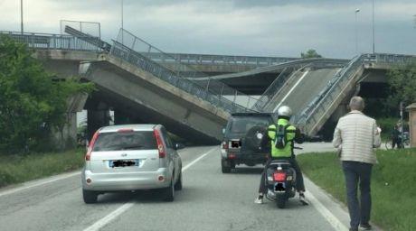 Un pod din nordul Italiei s-a prăbușit peste o mașină a carabinierilor
