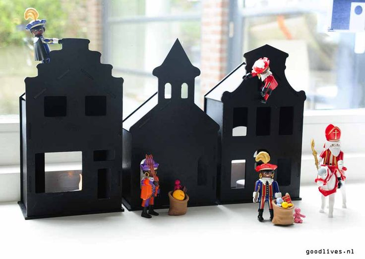 Huisjes van de Action in matzwart gespoten met #Sinterklaas en zwarte pieten van Playmobil