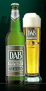 Cerveja DAB Pilsener, estilo German Pilsner, produzida por DAB, Alemanha. 5% ABV de álcool.