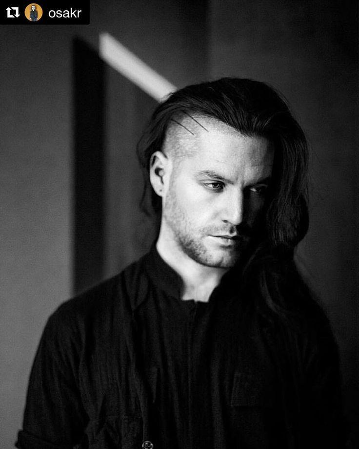 Second shot of Mark Baigent by Oskar Schmidt.  #leica #sumilux50mm #vienna #wien #portrait #austria #fashiondesigner #designer #oskarschmidt #markbaigent #blackandwhite #mohawk #guyswithlonghair #handpokedtattoo #tattoo