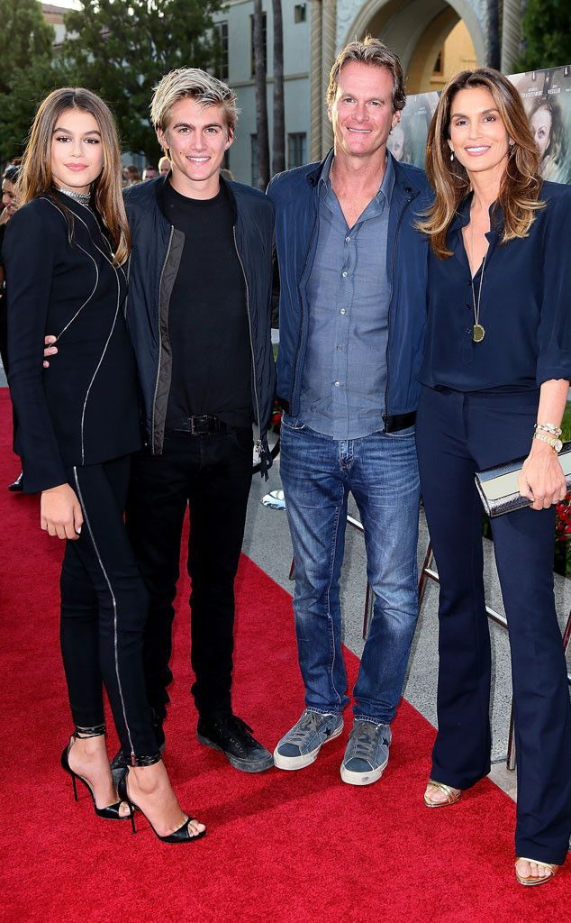 Gangs all here! The family attends the premiere of Sister Cities in Hollywood.