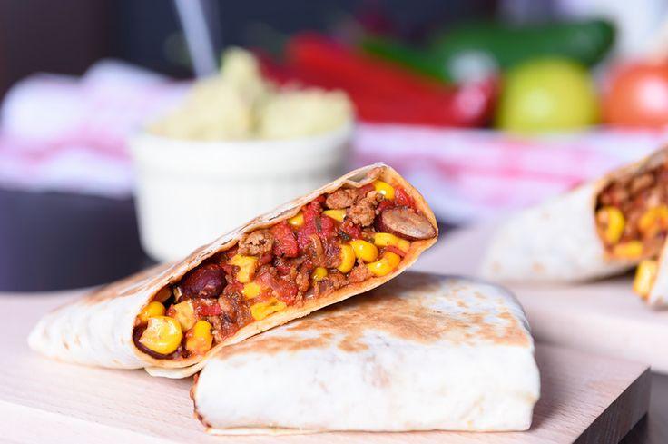 Burrito z dipem guacamole #burrito #tortilla #meksykańska #dip #guacamole #meat #corn #beans