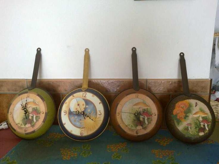 Cuadros y relojes elaborados con viejas sartenes..