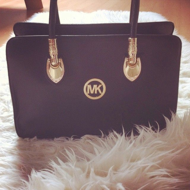 $39 Michael kors Handbags outlet,Michael Kors Bag Purses Outfits for Christmas gift,repin and get it immediately.