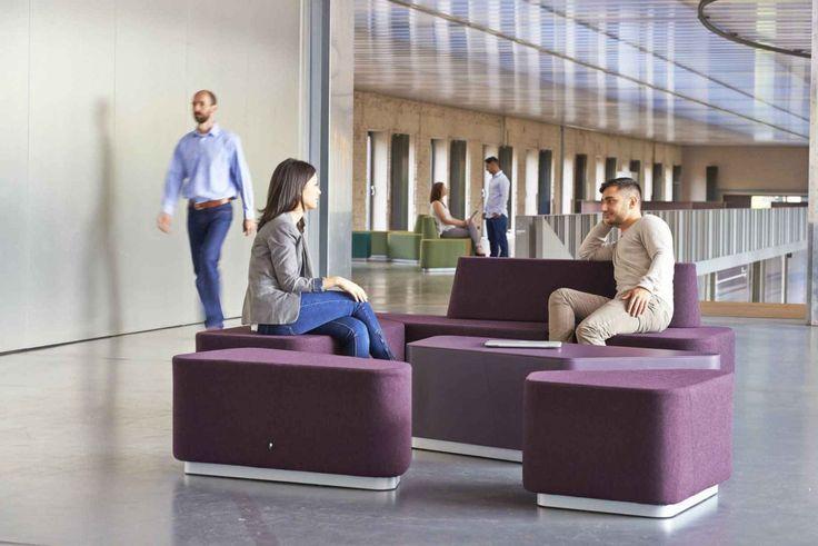 """""""Organic Office"""" - это 5 элементов, которые могут размещаться в пределах пространства 3,75 квадратных метров, также их можно использовать по отдельности, сгруппировать вместе в бесконечное число конфигураций, чтобы удовлетворить любые требования и перемещать по желанию пользователей."""