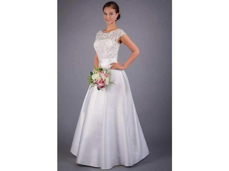Svatební šaty se skládanou sukní a vyšívaným živůtkem. šaty mají živůtek zdobený jemnou vyšívanou krajkou a kamínky záda jsou průhledná záda jednoduchá skládaný sukně z pevného mikáda drží krásně délka 155 cm od ramene k přednímu lemu a zip na...