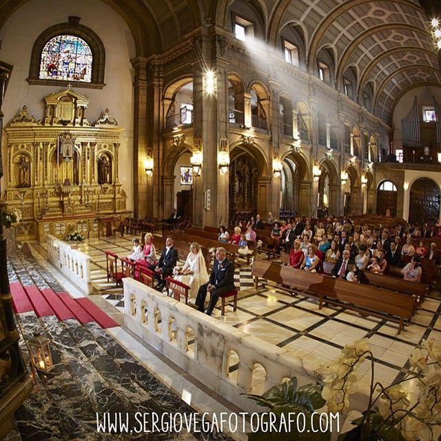 Una fotografía de la ceremonia religiosa , en la iglesia de S. José en Gijon. #wedding #weddingphotograpy #fotografo #fotografiadebodasleon #fotografodebodasgijon #fotografiadebodasmadrid #fotografiadebodasgalicia #fotografiadebodascantabria #bodas #bodasLeon #bodasmadrid #bodasasturias #bodasgijon #bodasgalicia #bodascantabria #bodasoriginales