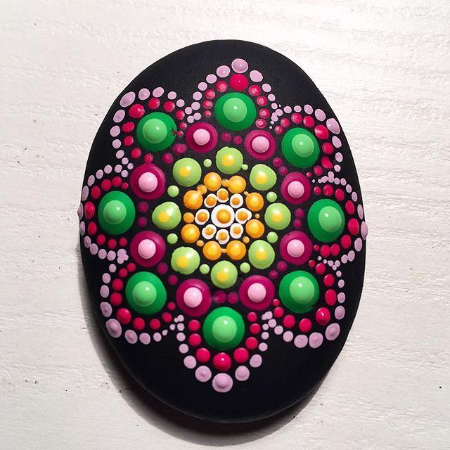 #paintedstones #paintedrocks #stonejewelry #mandala #mandaladesign #design…