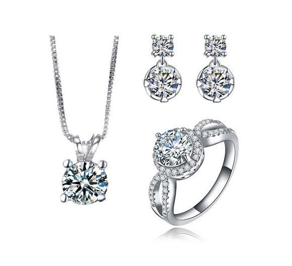 set bijuterii mireasa http://www.bijuteriifrumoase.ro/cumpara/bijuterii-argintii-elegante-mireasa-3348