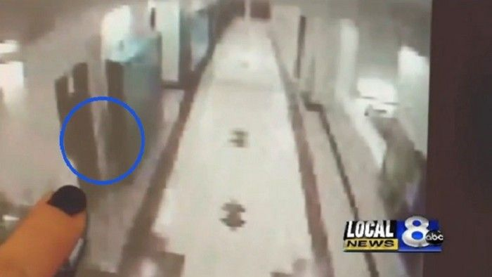 A surveillance camera in a high school in Idaho captured a mysterious figure roaming in the halls last month. Local paranormal investigators viewed the footage and believe that the figure is one of the ghosts that haunts the school, ABC News reported yesterday. Unusual activity was caught on camera at a school in Pocatello, Idaho on December 19. While students were on winter break from Pocatello High School last month, a strange figure stayed behind and lurked in the hallways. In the ...