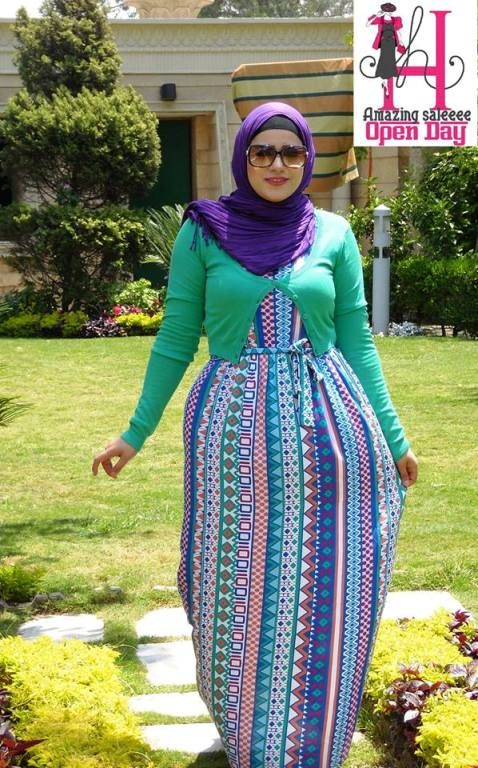 maxi dress in block color hijab look  Amazing casual wear http://www.justtrendygirls.com/amazing-casual-wear/