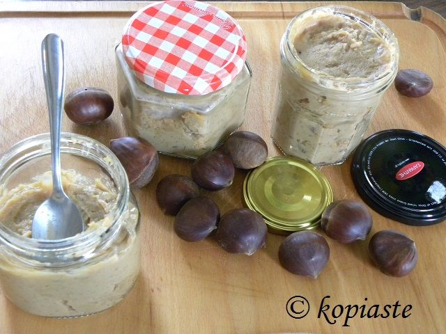 Homemade spreads are easy to make and can be bottled in pretty jars as gifts. This original chestnut and dulce de leche spread will be much appreciated. http://kopiaste.org/2014/11/chestnut-dulce-de-leche-spread/ Τα σπιτικά αλείμματα γίνονται εύκολα και έαν τα βάλουμε σε όμορφα βαζάκια γίνονται υπέροχα δώρα για συγγενείς και φίλους. Αυτό το προτότυπο άλειμμα που έφτιαξα με κάστανα και ντούλτσε ντε λέχε, θα εκτιμηθεί θεόντως. http://www.kopiaste.info/?p=12853