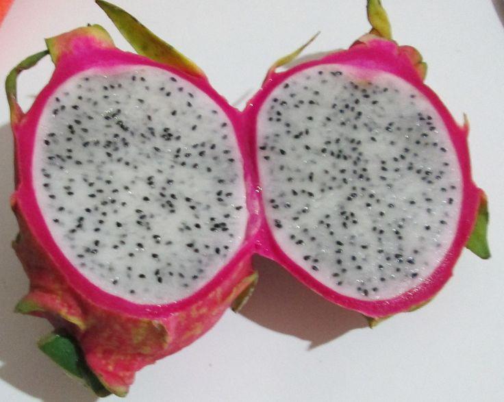 Dragon Fruit , un frutto gdr - http://www.provarciegratis.com/cucina-thailandese/frutti-vegetali-tropicali/dragon-fruit-pitaya/ - by  Pier Sottojox -  #dragonfruit #fruttathai #fruttatropicale #Pitaya