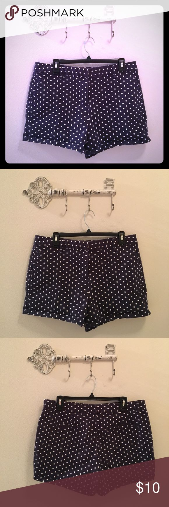 ELLE Navy/White Polka Dot Shorts Women's Size 10 ELLE Navy/White Polka Dot Shorts Women's Size 10. Stretchy! Two pockets in front and slit pockets behind. Good condition - Gently used. Elle Shorts