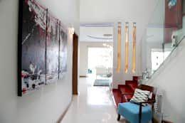 modern Corridor, hallway & stairs by arketipo-taller de arquitectura