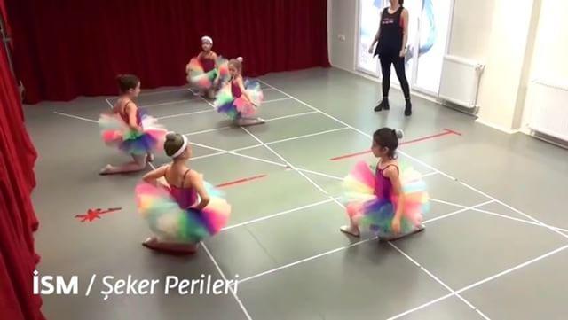10. yıl gösterimiz için son provalar... Bir yıllık emek ���� Artan heyecan... Beklenen büyük alkışlar ☺������ #koreografiTanSağtürkAkademi  #10yıl #SenVarsanSanatVar  #gösterilerimizdevamediyor #2017yılsonu #sdkm #son6gün #İzmitSanatMerkezi #kocaeli #izmit  #Bale #Dans #Müzik #ballet #balerin #dance #music #tiyatro #theatre #sanat #art http://turkrazzi.com/ipost/1523917348988633951/?code=BUmCsE9hcNf