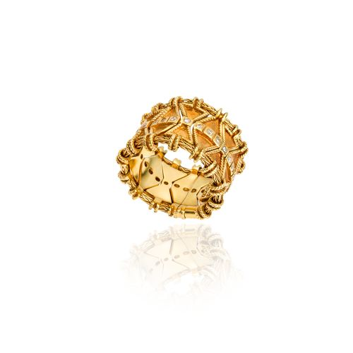 Byzance ring in 18KT yellow gold with diamonds.