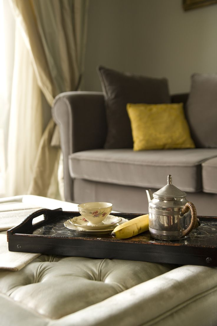 quilted coffee table, grey sofa