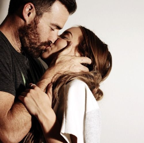 O beijo perfeito:é aquele que esquenta a mulher,que envolve e faz as pernas delas tremerem.