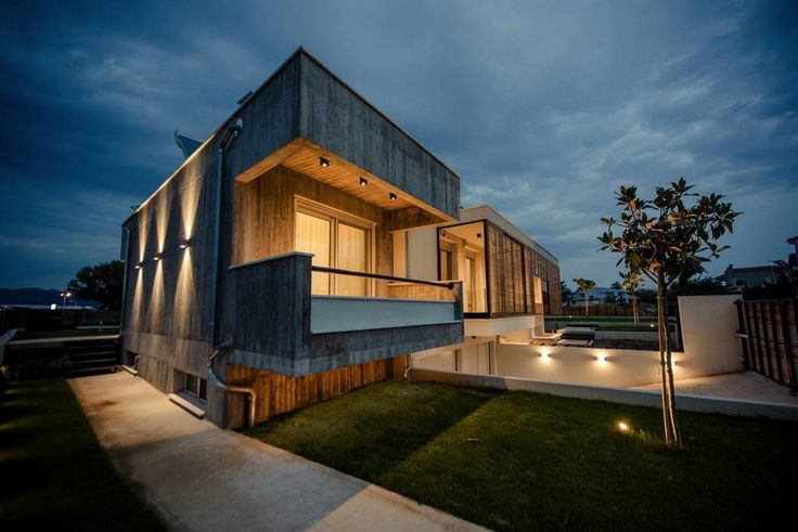 Residence Komotini in Northern Greece by architect A. Giannakakis (night view)