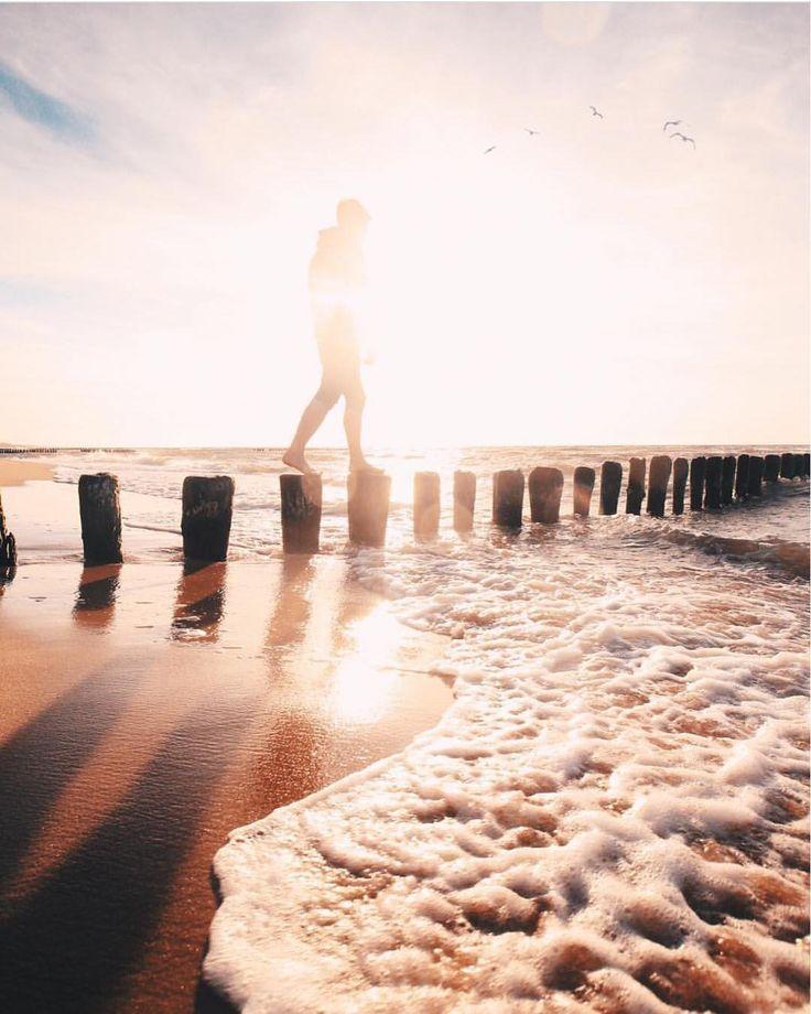 """Polubienia: 605, komentarze: 2 – Tagujcie zdjęcia #lubiepolske (@lubiepolske) na Instagramie: """"Zdjęcie @oskarsosna  #mielno #morze #plaża #bałtyk  #Polska #Poland #lubiepolske…"""""""