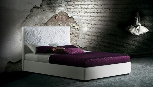 Mauritius is distinguished by a quilted floral design on the headboard. Milano Bedding http://www.milanobedding.it/