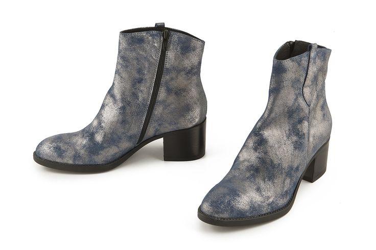 Stivaletto in pelle laminata blu-argento. Blue-silver metallic leather bootie.