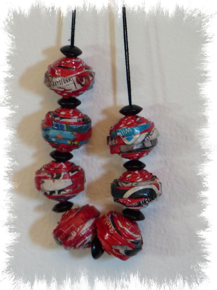 Collana: cannucce di volantini riciclati, perline e filo di cotone - Carmen Benelli