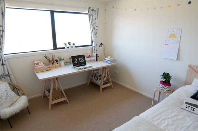 Escrivaninha feita com cavaletes