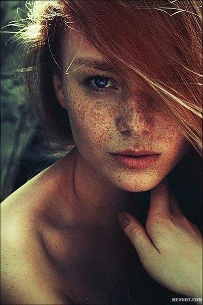 #женщины #плямя #огонь #любовь   Понимаешь, женщины — они как огни, как пламя. Некоторые женщины похожи на свечи, яркие и дружелюбные. Некоторые — как искры или угли, как светлячки, за которыми гоняются летними ночами. Некоторые — как костер в дороге: дают свет и тепло на одну ночь, а потом хотят, чтобы их оставили. Некоторые — как огонь очага: вроде и посмотреть не на что, но внутри они пылают, как раскаленные угли, и горят долго-долго.  © Патрик Ротфусс
