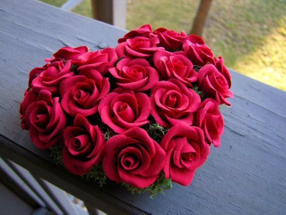 Best 25 red flower arrangements ideas on pinterest rose for Buying roses on valentines day