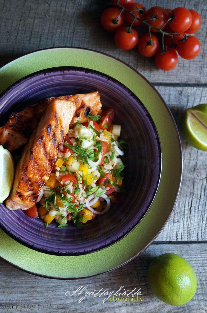 il gattoghiotto: Essenza: Salmone grigliato con insalata di orzo e verdure