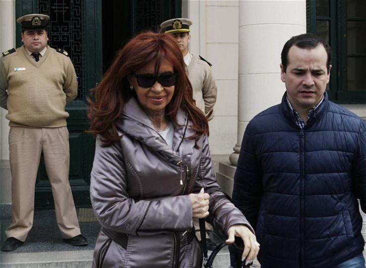 RÌO GALLEGOS.- La ex presidenta Cristina Kirchner ratificó la denuncia penal presentada contra el gobierno de Mauricio Macri por abuso de autoridad y violación de secreto y de deberes de funcionario público,   #DENUNCIA PENAL #JUZGADO FEDERAL RÌO GALLEGOS #MACRI