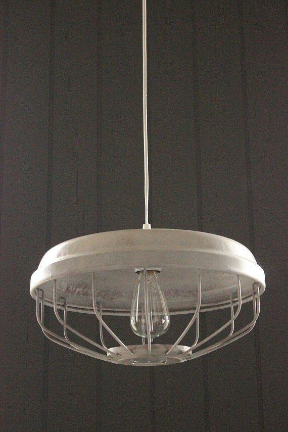 Weiße Vintage industrielle hängende Beleuchtung von LightLadyStudio