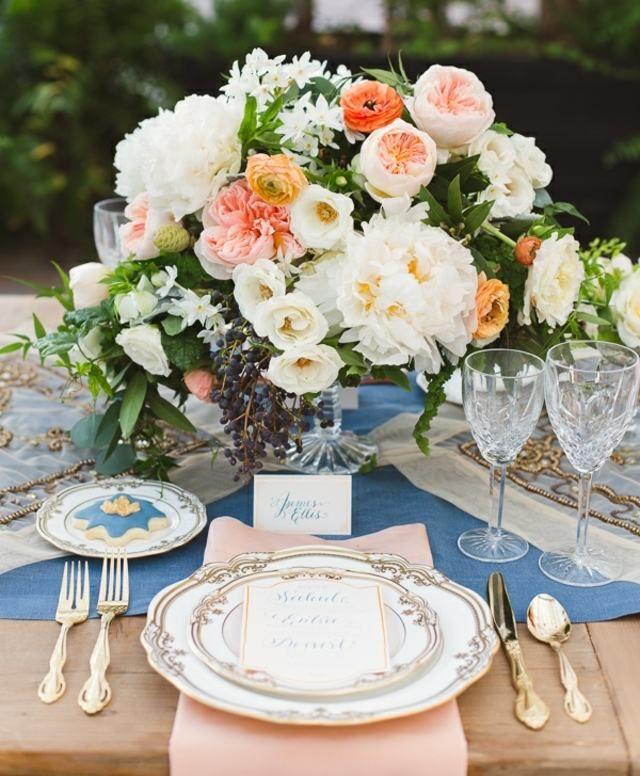 originale-déco-florale-de-table-vase-cristal-bouquet-pivoine