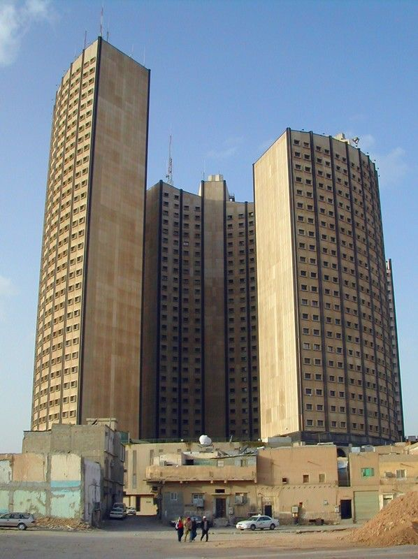 "bauzeitgeist: ""Apartment tower, in old Riyadh."