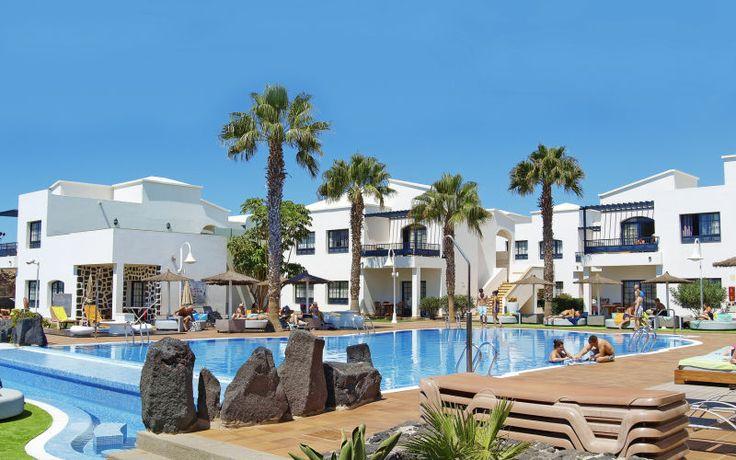 Dette hyggelige lejlighedshotel Pueblo Marinero på Lanzarote er velegnet til en dejlig parferie. Se mere på http://www.apollorejser.dk/rejser/europa/spanien/de-kanariske-oer/lanzarote/playa-blanca/hoteller/pueblo-marinero