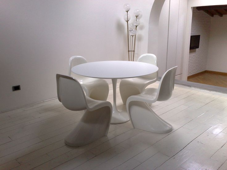 TavoloTulip da pranzo ovale o rotondo con piano in laminatoTavoloE. Saarinen BAUHAUS RE EDITION