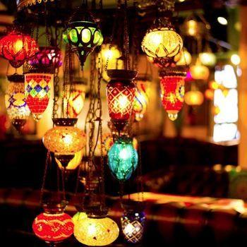 きらびやかで、繊細。モロッコランプは見ているだけで落ち着きます。モロッコランプを自宅のインテリアとして取り入れたいと、ひそかな憧れを持つ人も多いとか。