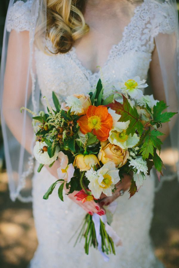 such a gorgeous color palette for this bouquet #weddingbouquet