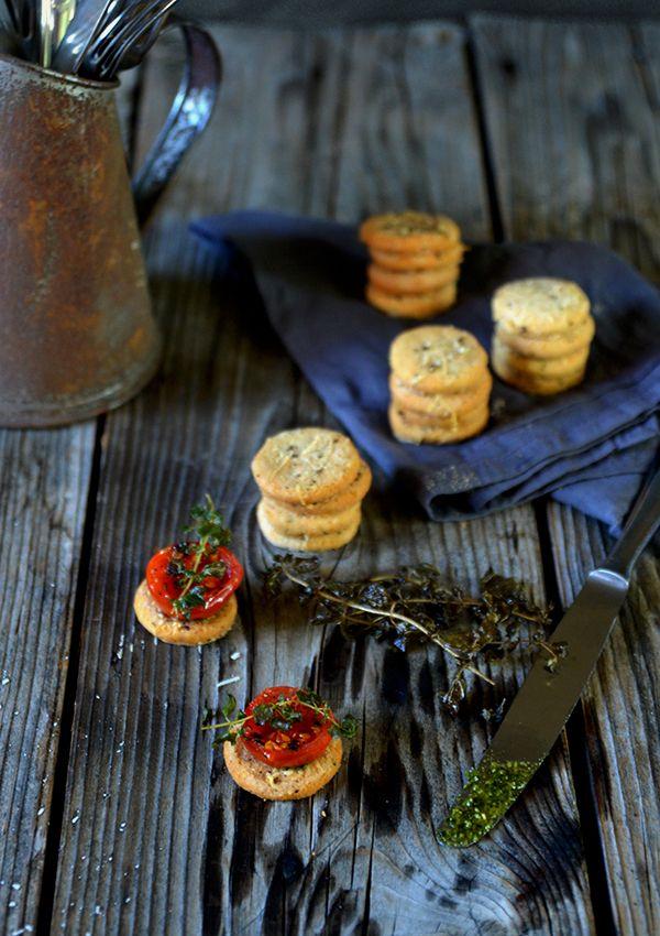 fräulein glücklich: Frisch verliebt { Parmesan-Cookies mit Rösttomaten...